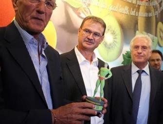 """Marcello Lippi, """"mister Mondiale"""", riceve ad Expo il premio Mr. Fruitness"""