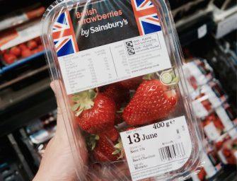 Le fragole vendono più di pane e latte. Succede nel Regno Unito, da Sainsbury's