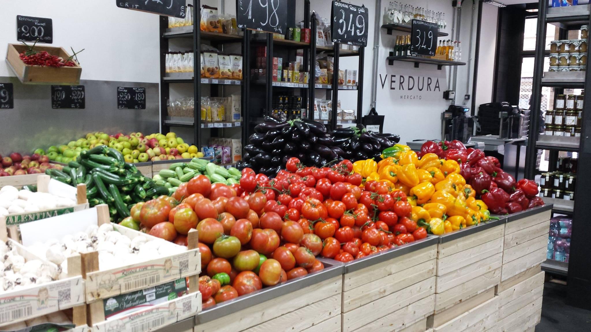 Verdura a bologna la boutique dell 39 ortofrutta con prezzi for Idee per arredare un negozio di frutta e verdura