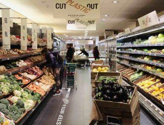Lotta contro la plastica, a Londra il negozio plastic-free sfida i giganti del retail