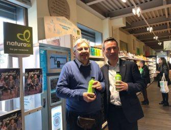 NaturaSì per prima in Gdo elimina le bottiglie di plastica. Acqua solo in vetro e da erogatori